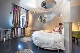 chambre avec lit rond le lit rond de la chambre 9 avec tv au plafond picture of le