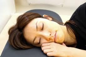 cuscini per dormire bene come scegliere il cuscino giusto per dormire