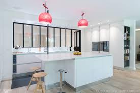cuisine blanche ouverte sur salon une cuisine blanche qui a de l 039 sk concept la cuisine