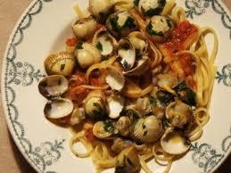 cuisiner les coques spaghettis aux coques sauce à la tomate à l ail et au persil