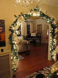 oh i wish i had an entrance to decorate like this christmas
