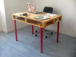 Diy Pallet Computer Desk Picture Charming Retro Home Office by 19 Diy Pallet Desks U2013 A Nice Way To Save Money And To Customize