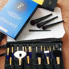 nicolegroch au lays out our pro makeup brushes