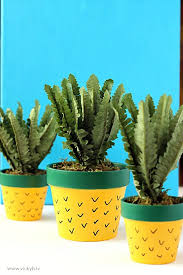 Diy Summer Decorations For Home 16 Colorful Diy Pineapple Projects For Summer Home Décor Shelterness