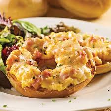 cuisine oeufs bagels gratinés aux œufs et jambon recettes cuisine et