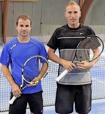 Tc Rw Baden Baden Lokalmatador Triumphiert Tennis Badische Zeitung