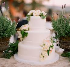 wedding cakes 20 ways to decorate with fresh flowers inside