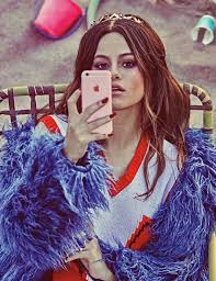 how to take a selfie like selena gomez photos w magazine