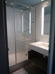 mini salle d eau dans une chambre chambre avec salle d eau 10 salle deau photo de mercure