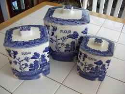 a beginner s guide to collecting blue willow ruby lane blog my kitchen theme revolves around my blue willow canister set the set is most probably from the 1940 s or 1950 s and from japan