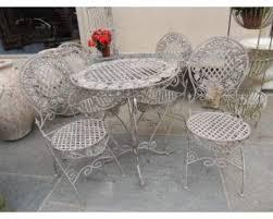 tavoli e sedie da giardino usati sedie giardino provenzali materiali e colori pi禮 adatti