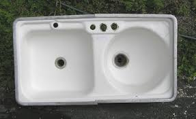 A Vintage Kitchen Sink With One Square Bowl And One Round Bowl - Round sink kitchen