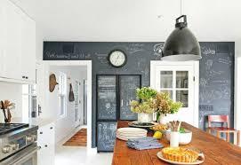 wandtafel küche wandtafel küche rustikaler küchentisch pflanzen deko