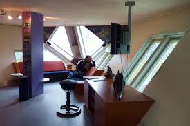 file rotterdam cube house living room jpg wikimedia commons