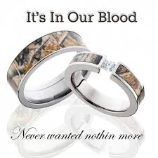 camo wedding band sets camo wedding rings for the couples that camouflage in their