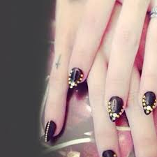 frances bean cobain cross knuckle tattoo steal her style