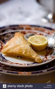 tunesische küche brik traditioneller tunesische küche serviert im dar el jeld