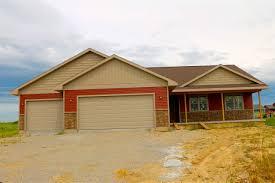 3 Door Garage Single Family For Sale In Janesville Wisconsin 1808117