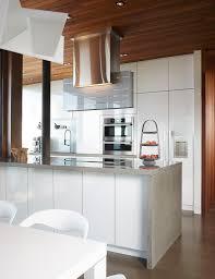 Porte De Cuisine Vitré Comptoir En Marbre Blanc Vase Céramique élégant Meuble De Cuisine