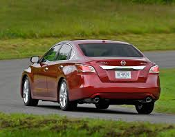 nissan altima sport 2014 how the 2014 nissan altima 3 5 sl makes family sedan buying hard