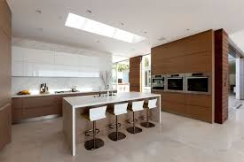 chaises cuisines design et conception cuisine 80 cuisines élégantes façade bois