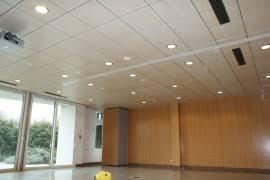 faux plafond bureau agencement bureau faux plafond dalles amovibles pour plafond