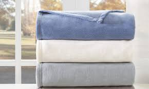 Wash Comforter In Washing Machine How To Wash Bed Comforters In 5 Steps Overstock Com