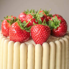 white chocolate strawberry and prosecco cake recipe globe scoffers
