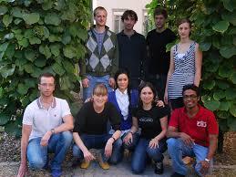 ... vorne, v.l.n.r.: Christoph Hold (Betreuer), Sonja Billerbeck, Elsa Sotiriadis, Simona Constantinescu und Thanuja Ambegoda (Bild: ETH Zürich) (Grossbild) - ETHZTeam1