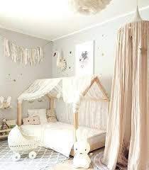 chambre fille lit bebe deco bacbac montessori maisonnette linge de blanc chambre
