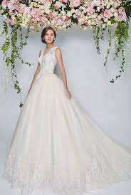 renting wedding dresses best 25 wedding gown rental ideas on seven
