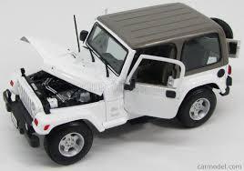 sahara jeep white maisto 31662w scale 1 18 jeep wrangler sahara hard top 2 door