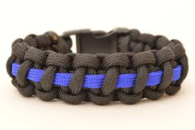 make survival bracelet images Make a police thin blue line paracord survival bracelet jpg