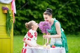 mere et fille cuisine mère et fille cuisine cupcakes photographie okskukuruza 122801468