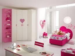 deco papillon chambre fille design interieur mobilier chambre enfant tete lit coeur papillons