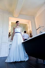 robe de mariã e bleue mariée à un marin avec des touches de bleu marine fils en c