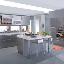 cuisine gris et cuisine gris clair et blanc le lgant avec attractif grise bois ikea