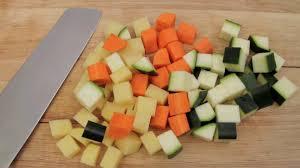 mirepoix cuisine astuces cuisine comment tailler les légumes en mirepoix