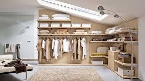 stanza guardaroba 6 modi per organizzare il guardaroba in mansarda mansarda it