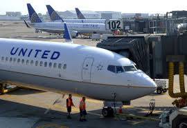United Airlines Change Flight by Internet Erupts After United Airlines Boots Girls For Wearing