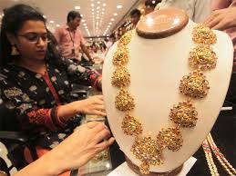 gold buying ornaments this dhanteras here s where the gold in