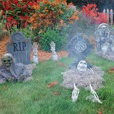 How To Make A Haunted Maze In Your Backyard Halloween Decorating Ideas How To Haunt Your Yard Halloween