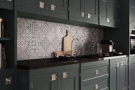 küche fliesenspiegel fliesenspiegel in der küche ideen mit patchwork mustern