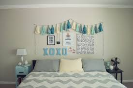 ways to decorate bedroom walls different ways to decorate your