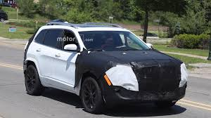 camo jeep cherokee 2018 jeep cherokee facelift spied on video driving in los angeles