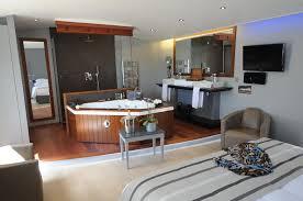 hotel avec dans la chambre en ile de elégance suites hôtel le bois plage en ré booking com