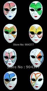 resultado de imagen para mascaras de yeso de colores arte y