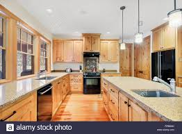 pictures of light wood kitchen cabinets beautiful kitchen with light wood cabinets granite counter