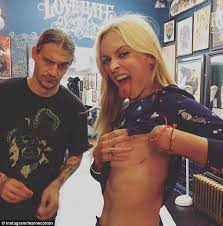 fearne cotton gets new tattoo honouring david bowie for her 35th