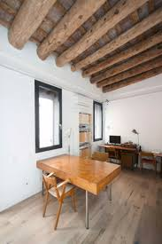 Buro Einrichtung Beton Holz Interieur Mit Rustikalen Akzenten In Einem Modernen Loft